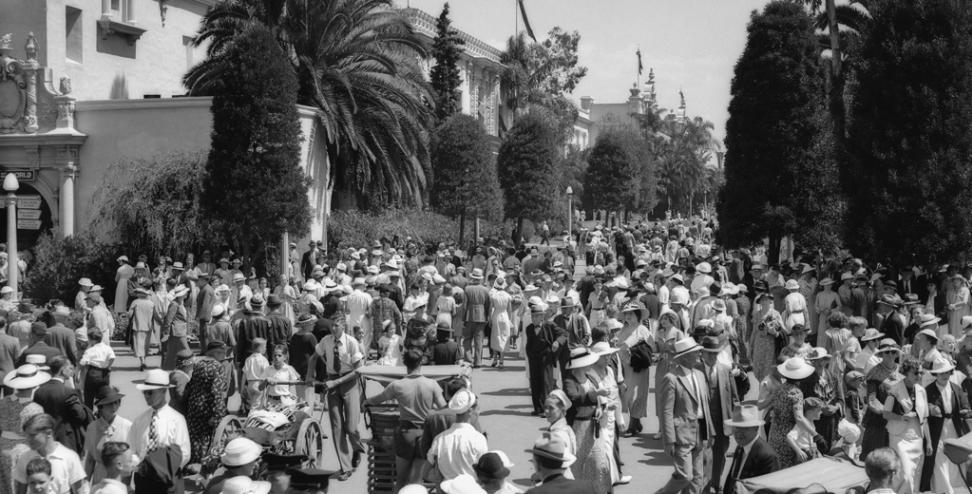 ut6120_admission_day_at_the_exposition_1935_-_people_-_balboa_park_-_crowds_0
